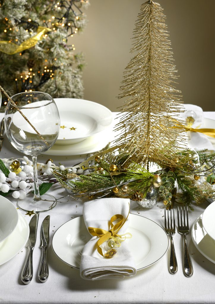 Christmas Table Setting Ideas Uk.Christmas Table Ideas Using White Tableware Teacupsandtales