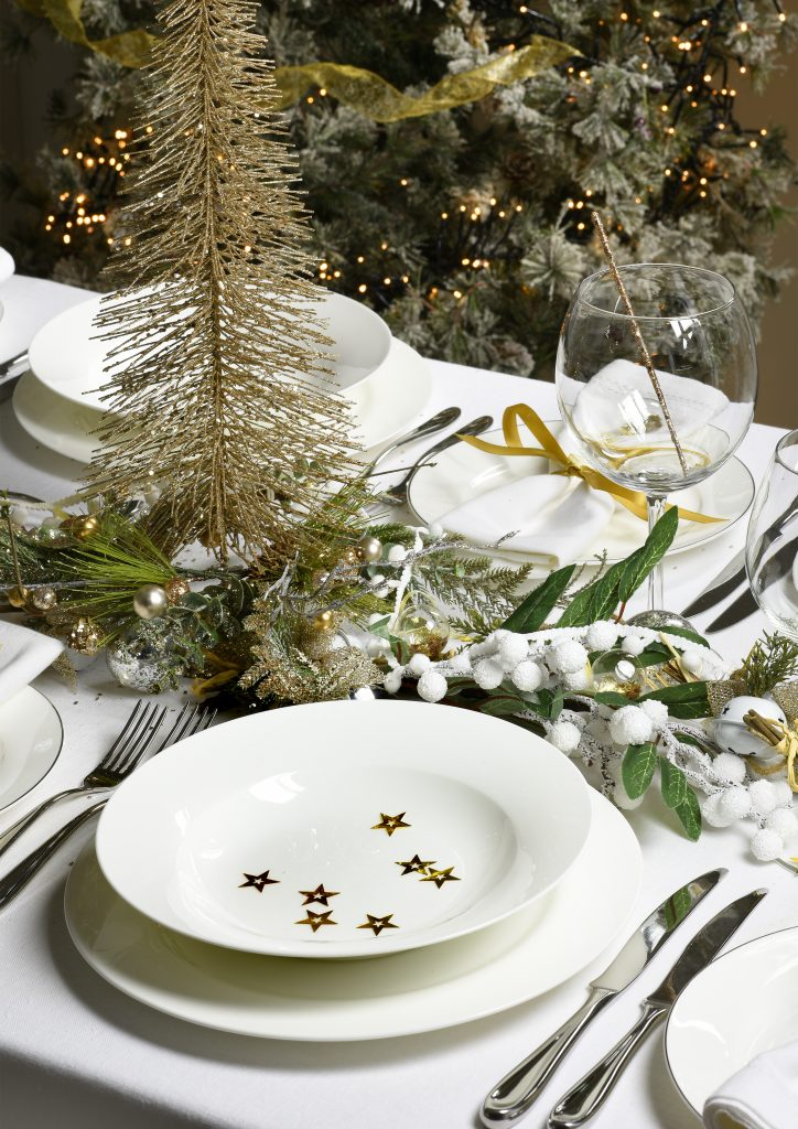 Royal Worcester Serendipity - Christmas Table Setting and Christmas Decorations for Christmas 2017 & Christmas Table Ideas Using White Tableware - TeacupsAndTales